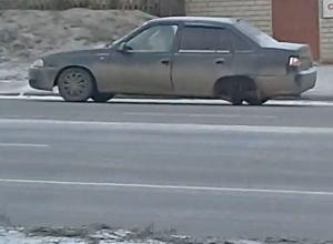 Поездка волгоградца на авто без колеса попала на видео