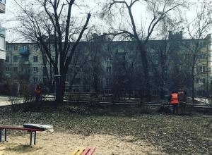 Молодая мама добилась от УК уборки двора через «Блокнот Волгограда»