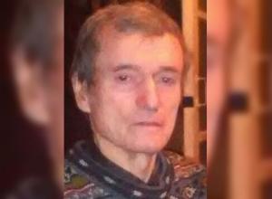 Волгоградцев просят помочь в поисках пропавшего в разгар лета мужчины в пуховике