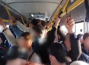 Волгоградцы начали ощущать отмену маршрутных такси