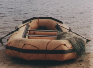 Волгоградец погиб на надувной лодке в Средней Ахтубе