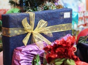 В Волгограде открылись новогодние «Пункты приема радости» для детей-сирот
