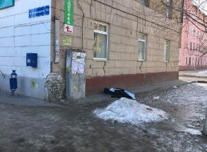 Прохожие обнаружили труп возле жилого дома на севере Волгограда
