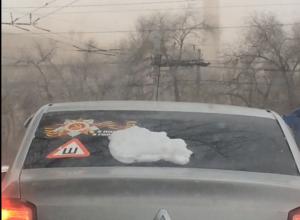 Красные голуби и красный снег: волгоградец озвучил на видео чудеса сурового города