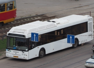 «Новый» автобус «Питеравто» потерял часть моторного отсека на дороге Волгограда