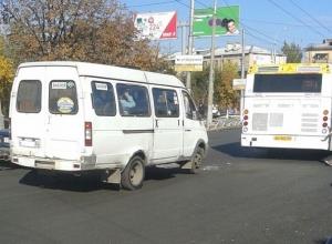 Маршрутка и автобус «Питеравто» столкнулись на дороге в Волгограде