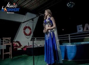 Яна Шошина закружилась в танце ночной бабочки