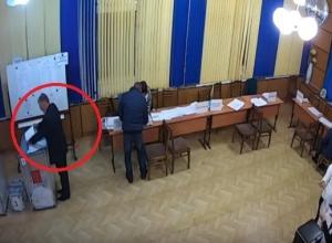 Осуществившему вброс бюллетеней директору волгоградской школы грозит срок до 4 лет