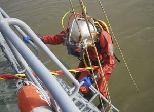 50 военных водолазов спасают и проводят ремонтные работы на открытой воде в Волгоградской области