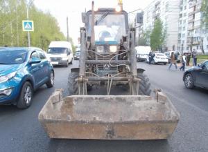 Пенсионер на тракторе сбил двух школьниц в Волжском
