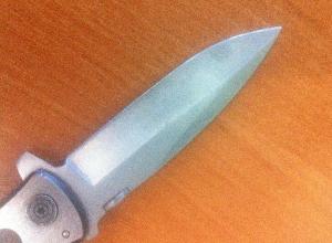 СК: Нож погибшего в волгоградской школе 14-летнего подростка следователи обнаружили во дворе