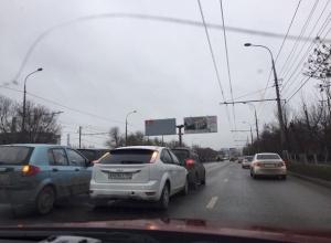 ДТП с четырьмя машинами парализовало движение на севере Волгограда
