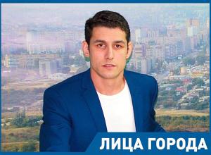 Чтобы получить жилье, волгоградские сироты вынуждены уезжать в Омск и Мурманск, - Эльдар Физиев