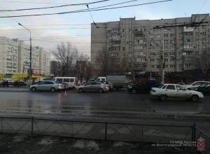 17-летний подросток пешком протаранил ВАЗ и попал в больницу на севере Волгограда
