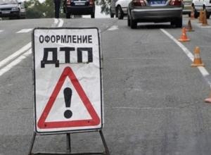 В Волгограде в тройном ДТП из-за таксиста пострадали 5 человек
