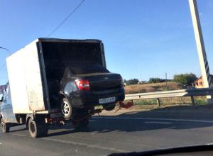 «Рождение Lada Granta» из грузовика запечатлели волгоградцы