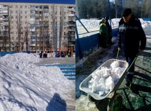 При очистке катка в Волгограде снегом завалили детскую площадку