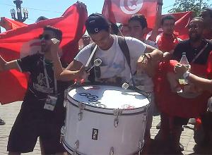 «Дикие» песни и пляски болельщиков из Туниса попали на видео в центре Волгограда