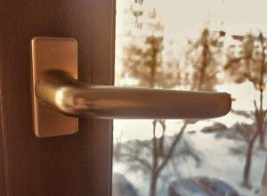 Пятилетний малыш выпал из окна в Волжском