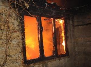 Мужчину нашли мертвым на пепелище в Волгоградской области