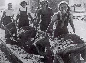 Сталинград возродился из пепла руками женщин