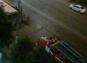 Из салона троллейбуса повалил дым на улице ночного Волгограда