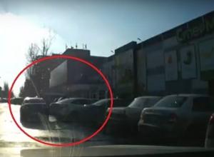 Навыки водителя с низким уровнем IQ попали на видео в центре Волгограда