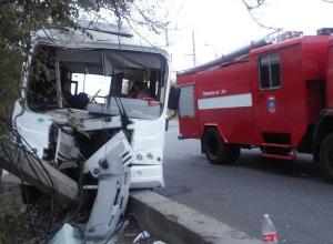 Автобус №55К с волгоградцами влетел в столб: есть пострадавшие