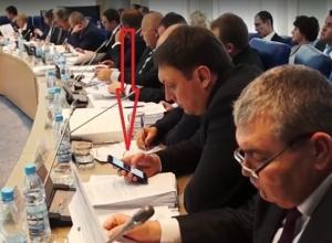 Депутат Николай Лукьяненко «завис» в соцсетях на заседании о принятии бюджета Волгоградской области