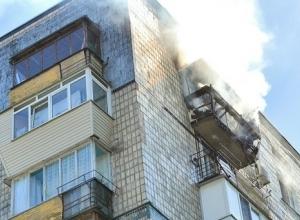 Девятиэтажка загорелась ночью в центре Волжского