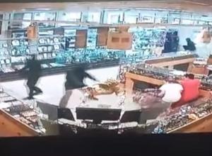 Опубликовано видео ограбления ювелирного салона «Золотые львы» в Камышине
