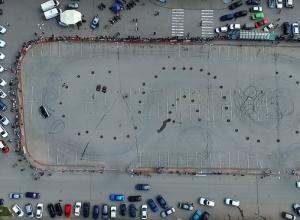 Зрелищный дрифт сняли с высоты птичьего полета в Волгограде