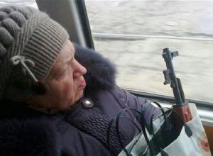 Сотрудники МФЦ лишили пенсионерку возможности передвигаться по Волгограду на троллейбусах