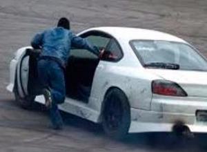 Лихач травмировал годовалого пассажира кроссовера Toyota и скрылся в Волгограде