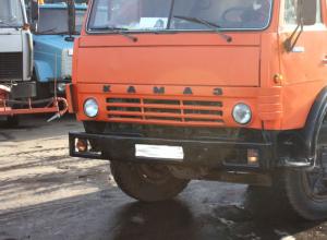 Объезжавший фуры по встречной полосе КамАЗ насмерть сбил пенсионерку под Волгоградом