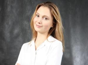 Волгоградскую лицеистку, получившую 100 баллов на ЕГЭ, поздравили   педагоги и ученики