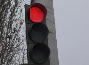 Из-за ДТП с маршруткой и прицепом парализована трасса Волгоград-Волжский