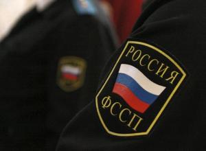 На «ударницу» из волгоградской ФССП продолжают заводить уголовные дела, пока она сидит в колонии
