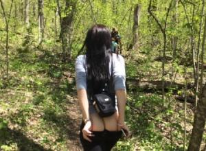 Девушка с голой попой в лесу покорила волгоградцев