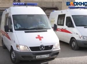 Мужчина умер от падения на обледеневшем крыльце в Волгоградской области