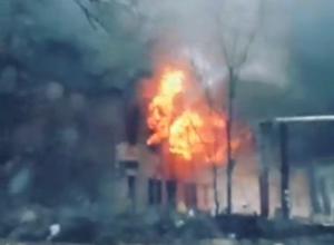 Опубликовано видео зрелищного пожара на юге Волгограда