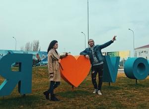 Известная блогер Карина Каспарянц воскликнула «Что это?» при виде монумента «Родина-мать зовет!»