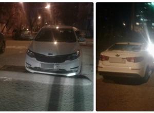 Наглый водитель иномарки заблокировал выезд со двора на западе Волгограда