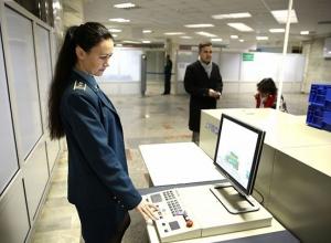 В аэропорту Волгограда «задержали» прилетевшие под видом газет 200 тысяч долларов