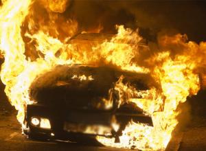 В Волгограде неизвестные сожгли ночью BMW