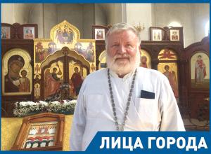 Голубизну и чайлдфри нам запустили, потому что боятся сбросить бомбу на Россию, - отец Георгий Лазарев