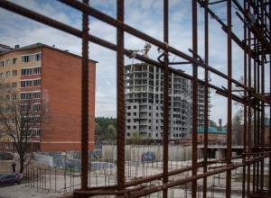 Стройку рядом со школой оградят под Волгоградом только благодаря иску в суд