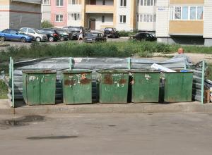Пенсионеры бастуют против установки мусорных контейнеров во дворе их дома