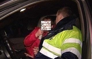 В Волгограде пьяный водитель попытался задушить сам себя