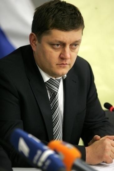 На вопросы отвечает депутат Олег Пахолков